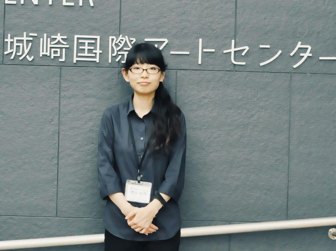【画像未着】アートが地域の文化を豊かにする可能性を探るために、20代で豊岡市へIターンを決意した橋本麻希さん。現在は、世界有数のアートインレジデンス「城崎国際アートセンター」で活躍中。