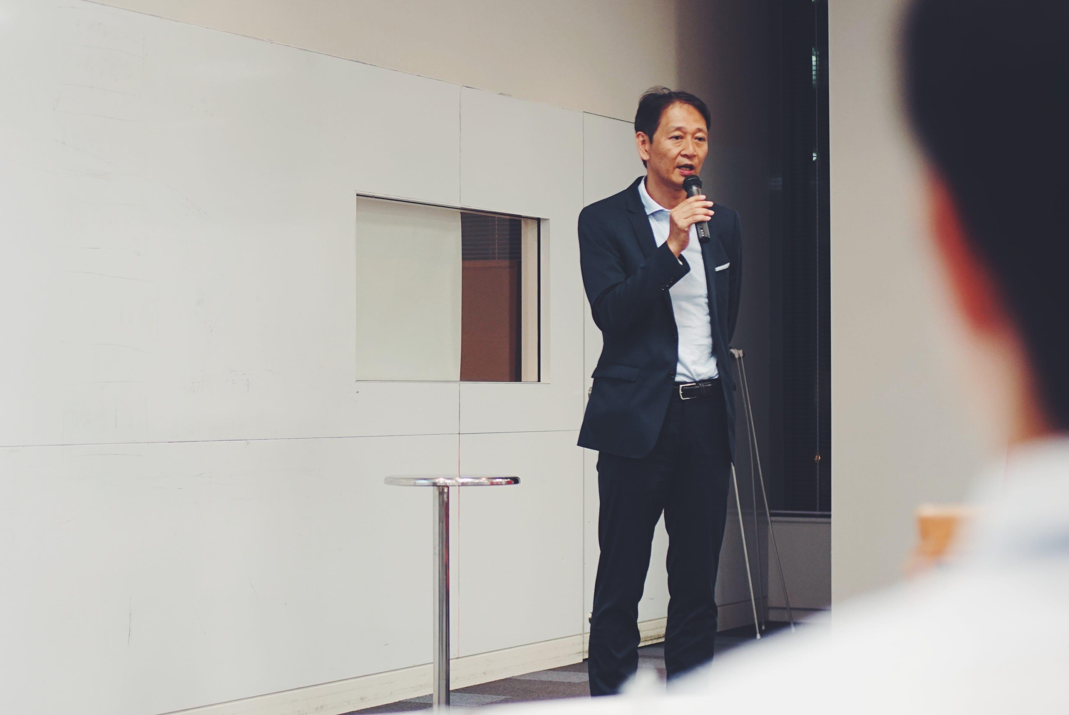 33歳で東京の大手企業を退職し、移住して20年の高宮浩之さん。現在は、城崎温泉の旅館「山本屋」の経営だけでなく、地ビールレストランを運営するなど、幅広く活躍。地域の雇用形態が今後どうあるべきかなど、外と内の視点を持った鋭い知見を持つ。