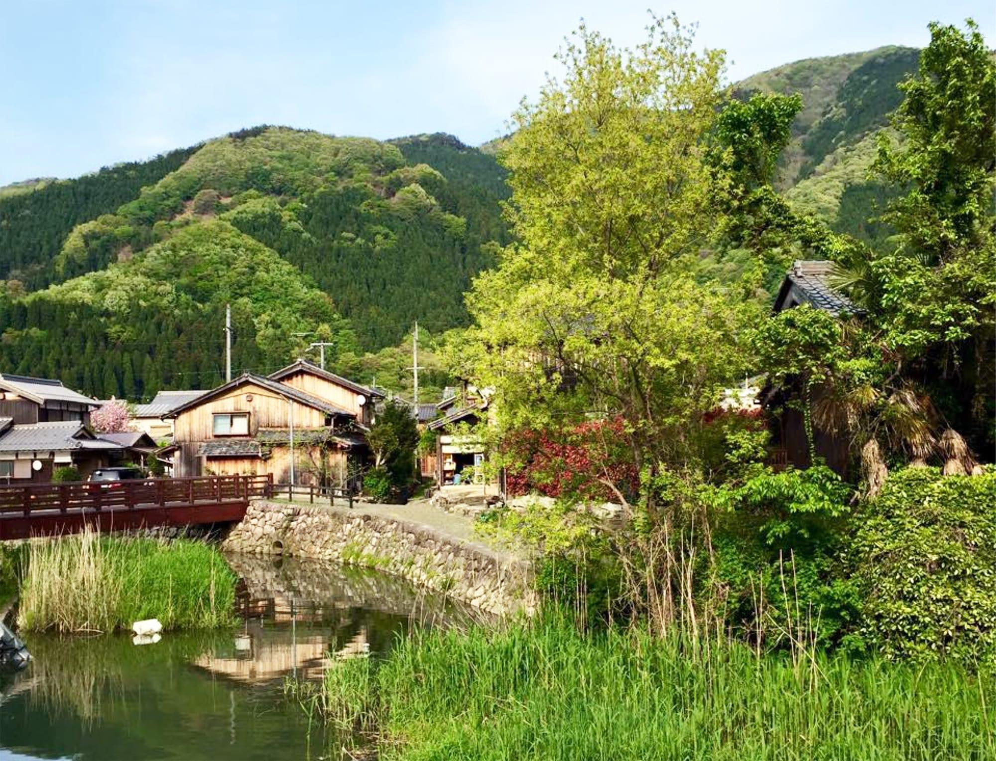山と水のあいだに暮らす、滋賀県の里の風景。