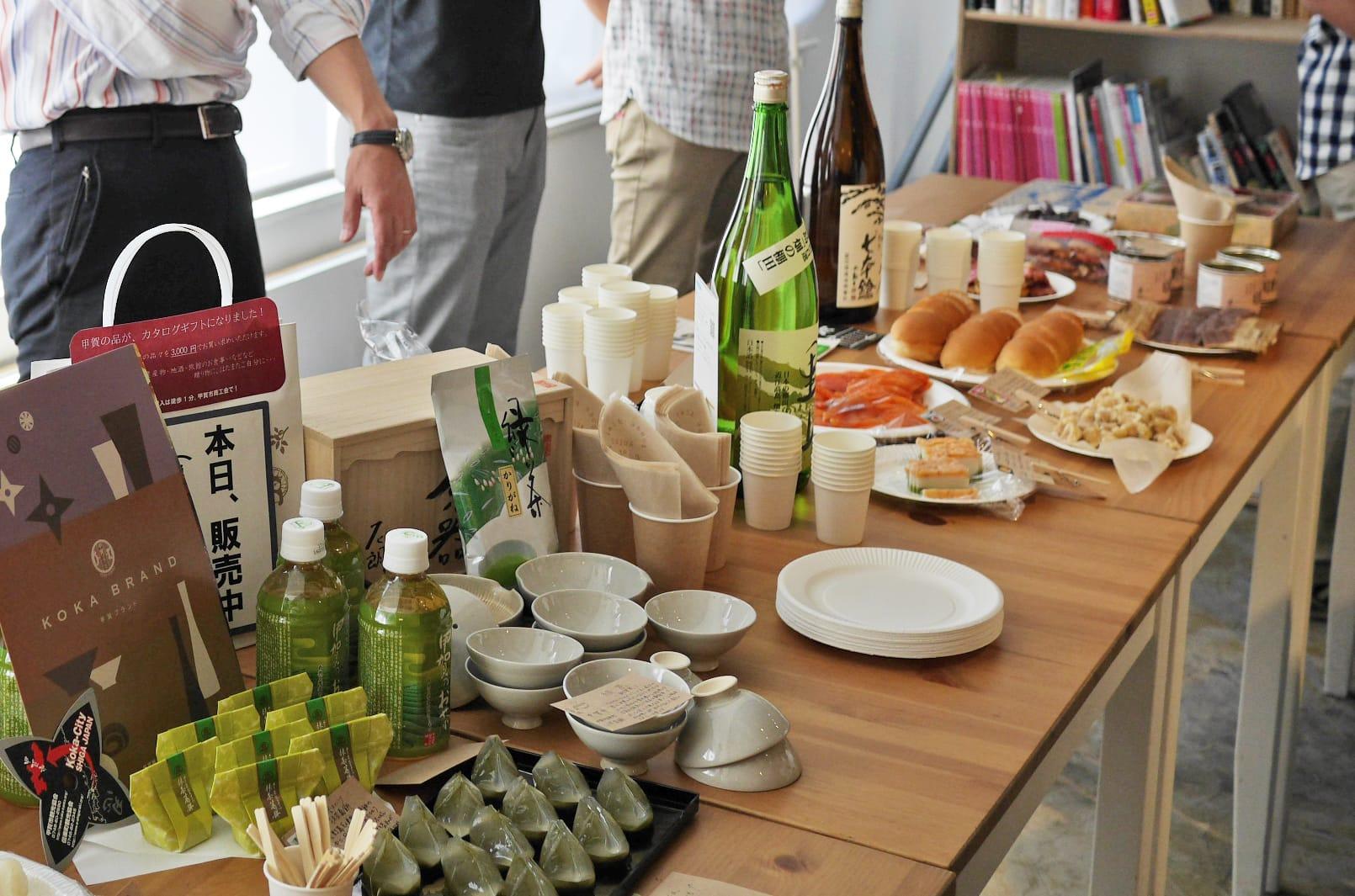 イベント会場には、滋賀県のイチオシ食材がズラリ。琵琶湖だけに生息する「ビワマス」のスモークや、地元の人に57年愛され続ける、沢庵漬が入った「サラダパン」など、東京ではなかなか味わえない滋賀名物も。