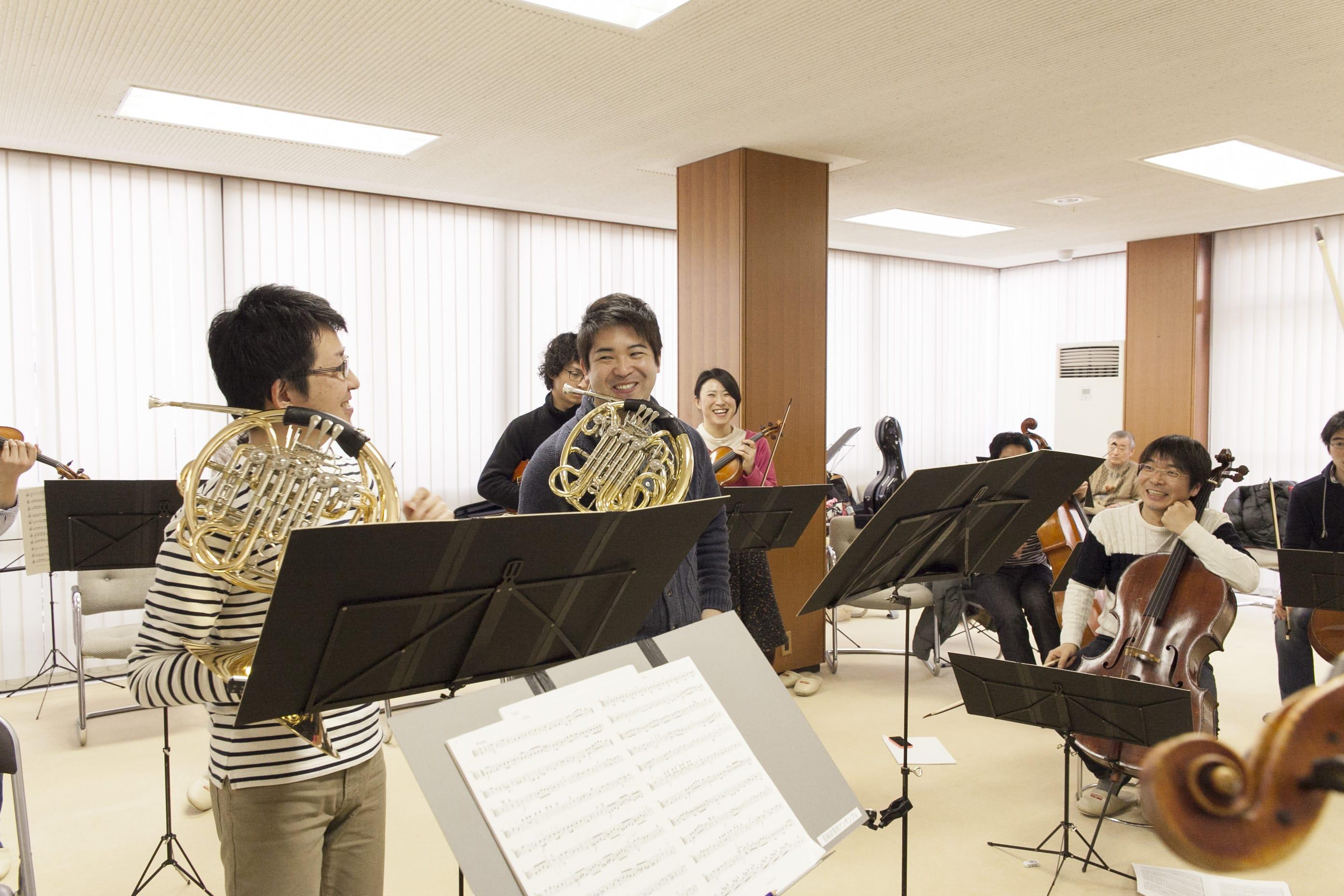 「音楽の冗談」にはホルンの鈴木啓哉さん、海塚威生さんがエキストラで参加。