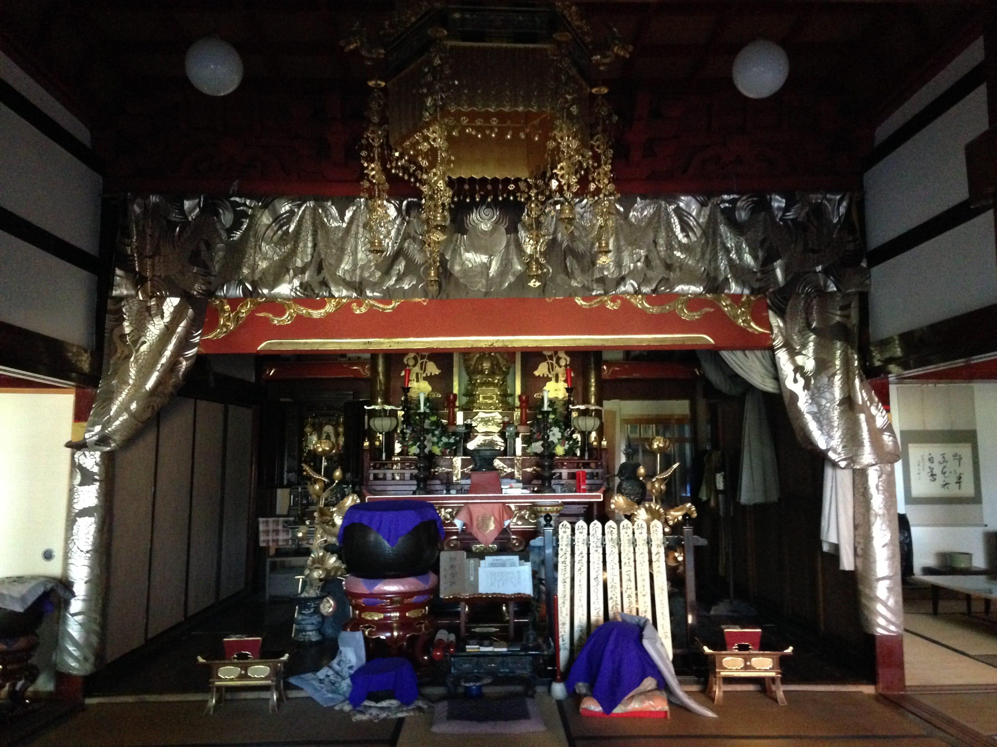 上は冨月寺の入り口。下は境内。(2014年帰省時の写真、以下同)