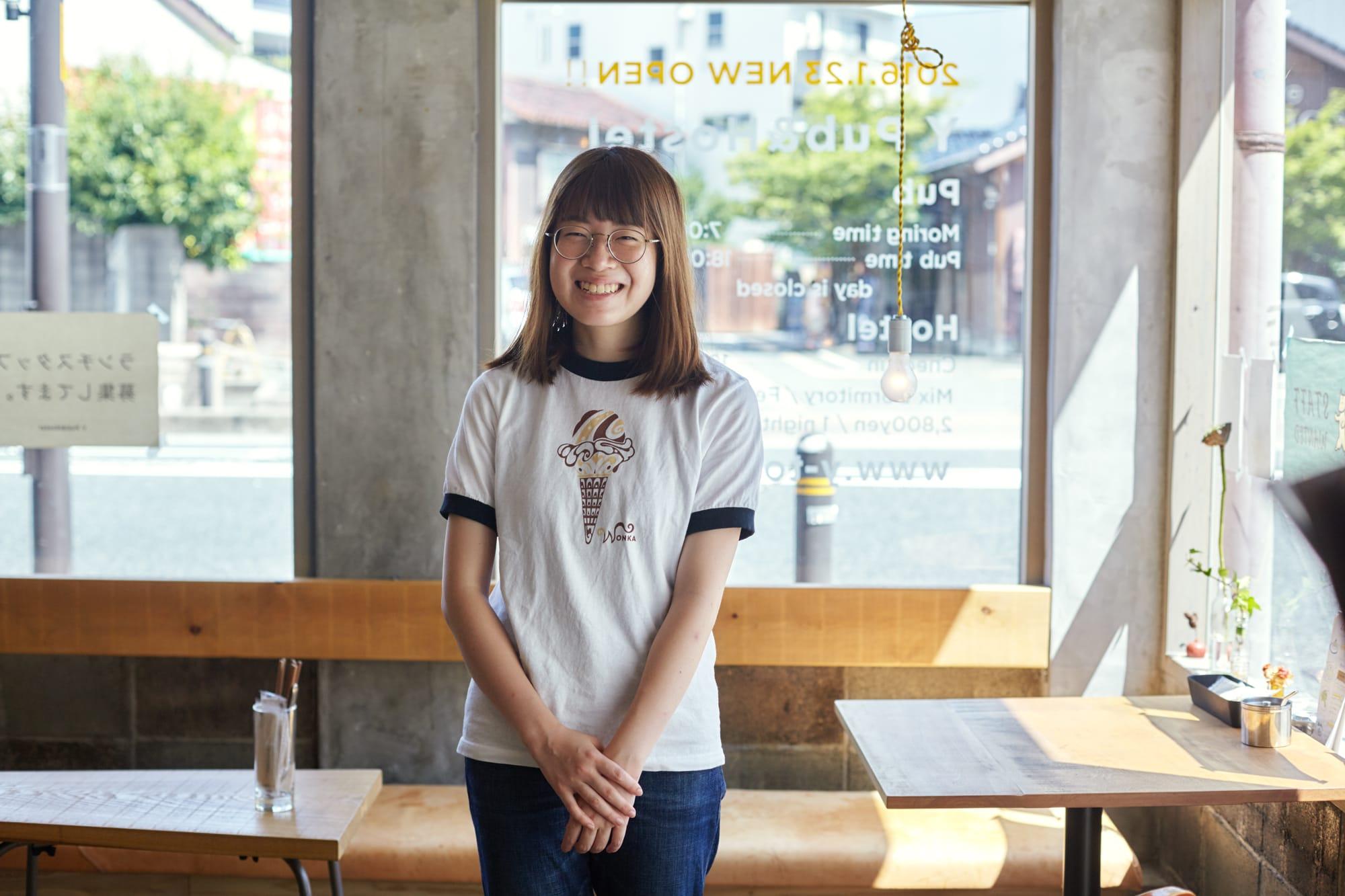 Yのスタッフ、中居磨美さん。「普段は広島に住んでいるのですが『中国地方わかもの会議』に参加したことがきっかけで鳥取に友達ができたので、夏休みの間だけアルバイトに来ました」