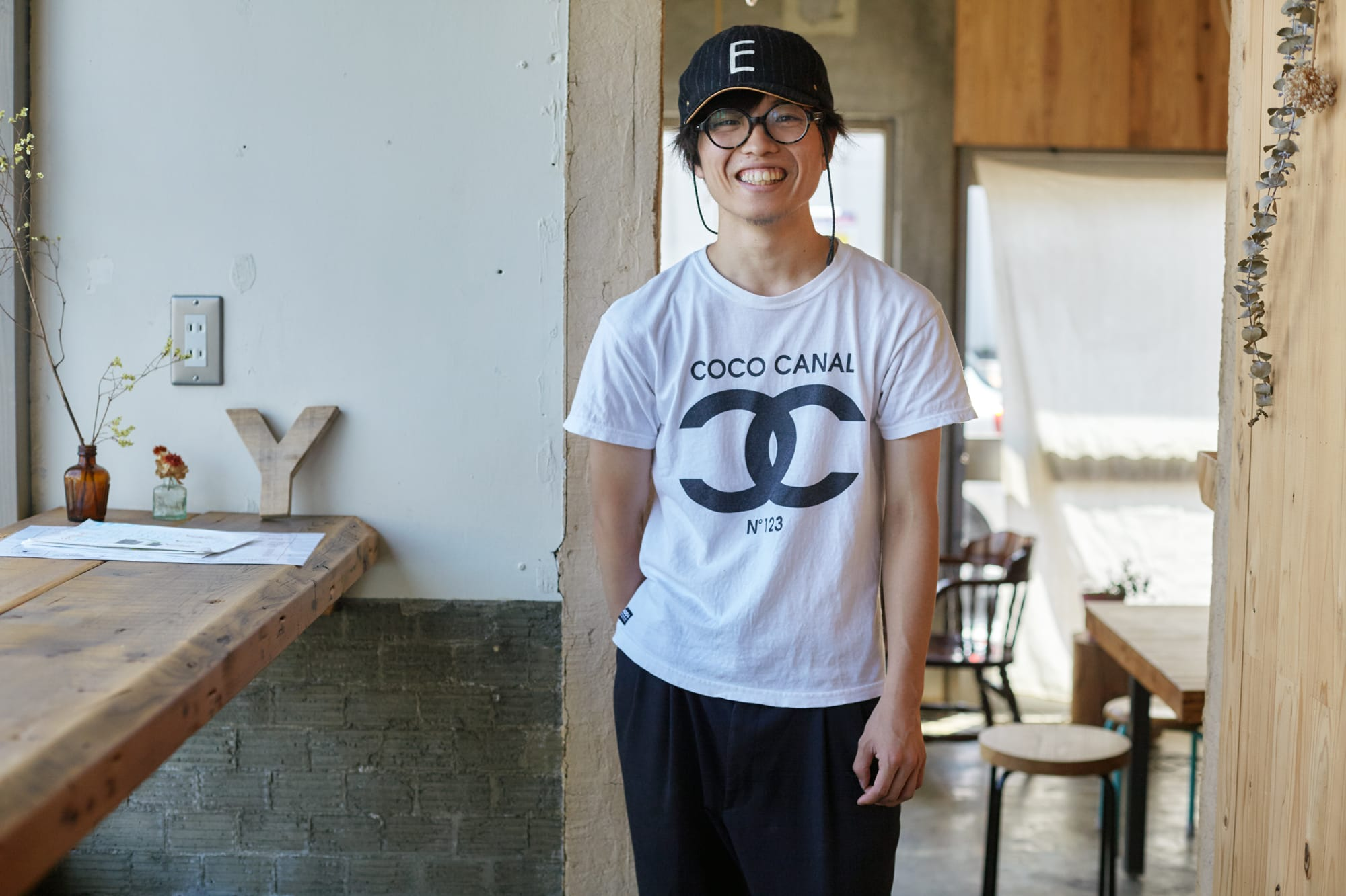 Yのスタッフ、小林巧三さん。「来年、Yの目の前に飲食店を開きます。ずっと店をやりたいと思っていたんですけれど、Yで働いたことが決め手になりましたね」
