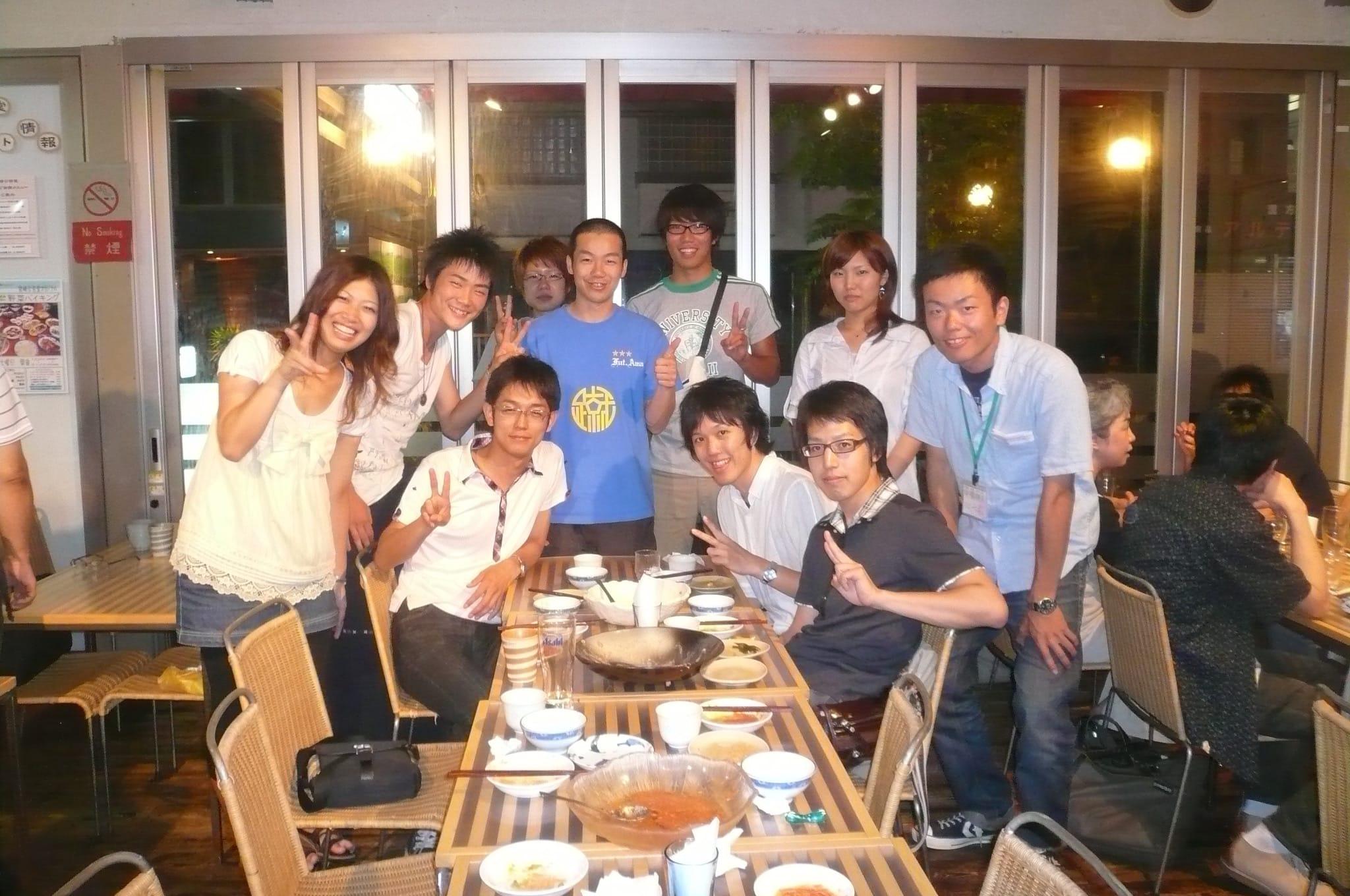 2009年、岩本悠さんをゲストに迎えた自主企画のイベントで(左端が森山さん)。