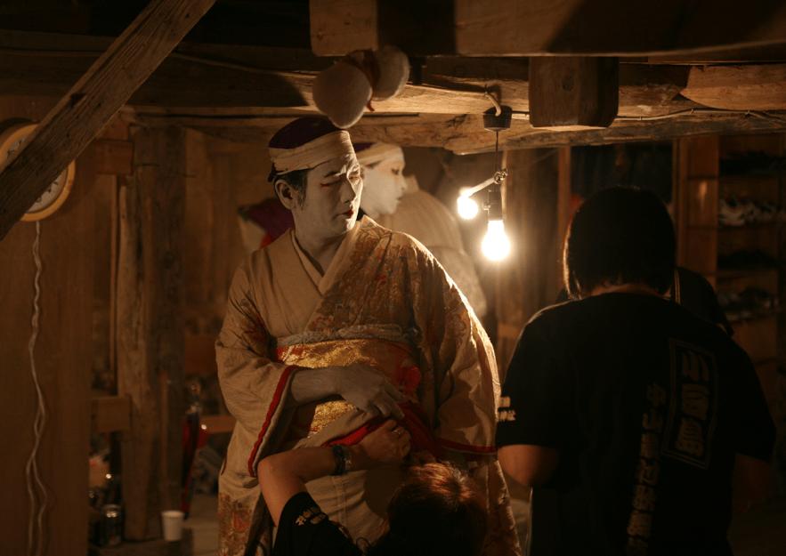 小豆島の農村歌舞伎には大勢の観客がつめかけていました。