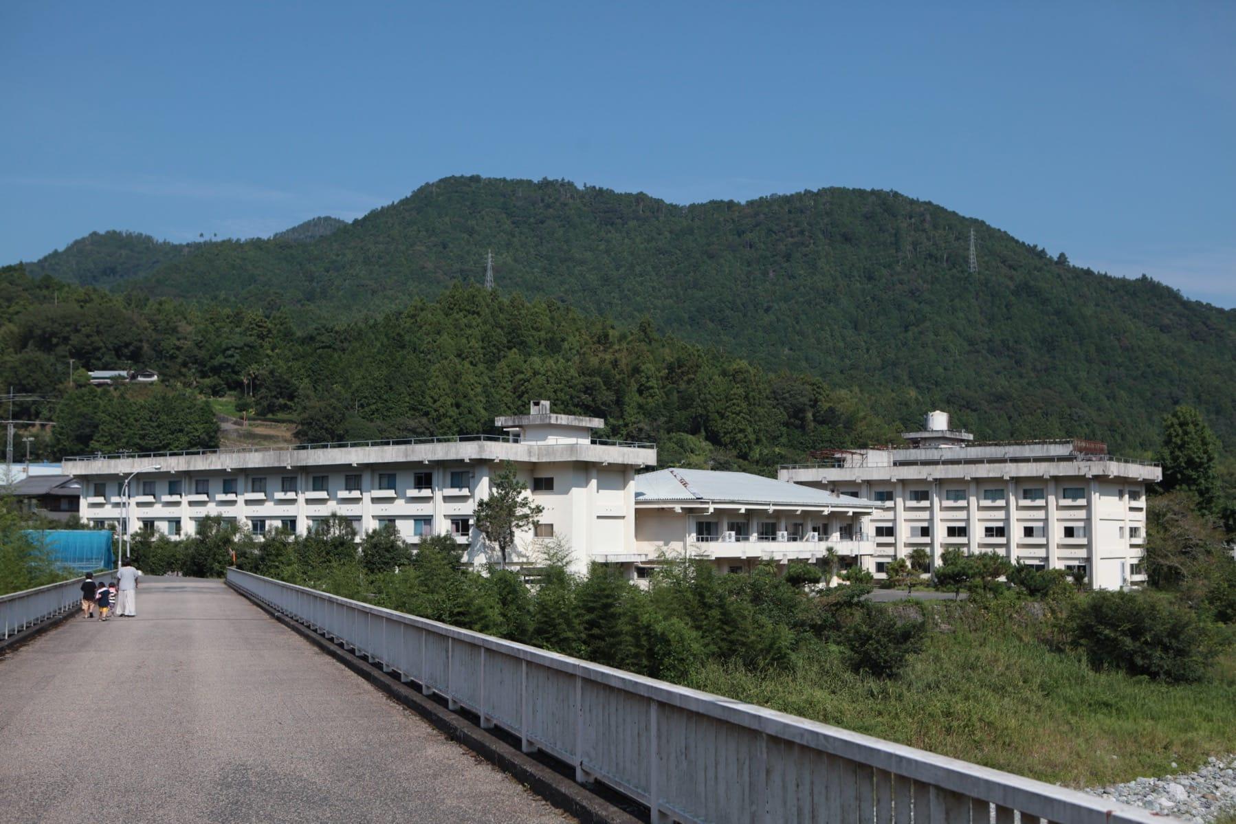 1970年竣工。多いときは200名以上の生徒がここで共同生活をしていました。