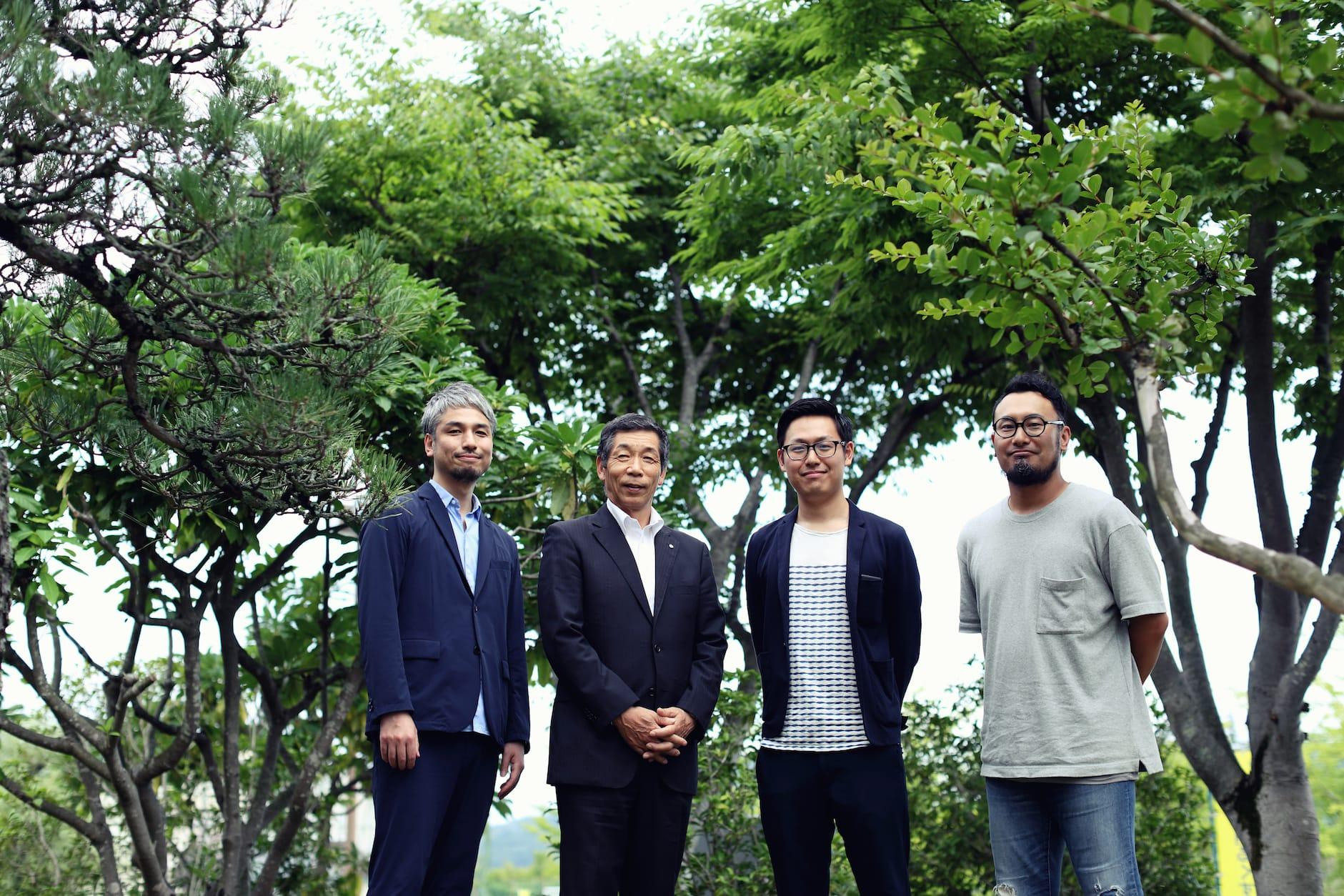 左から、ラナエクストラクティブ太田さん、保科町長、MAKOTO島さん、小松さん。
