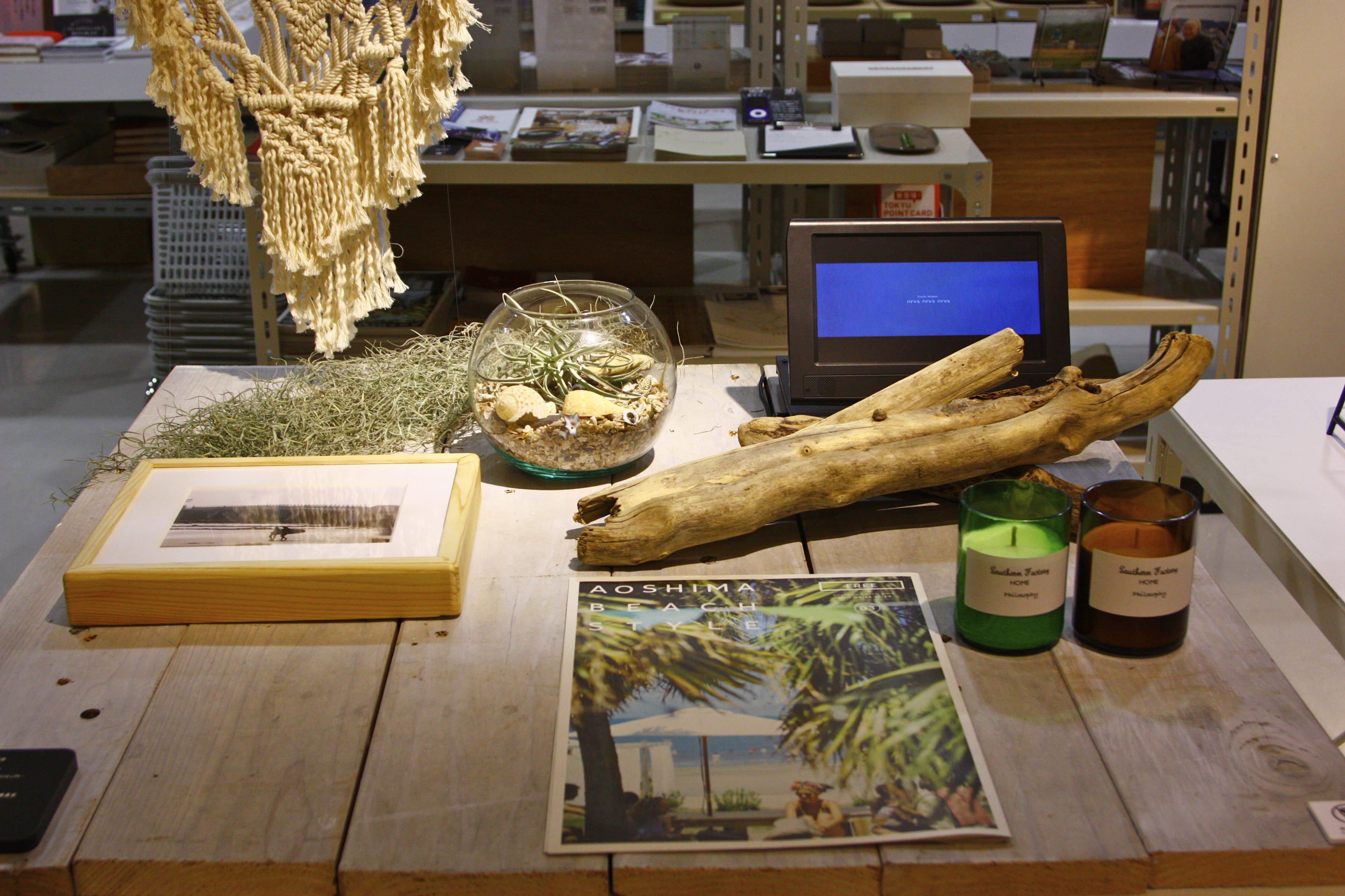 宮崎県の「渚の交番青島プロジェクト実行委員会」の事例。宮崎県青島の行政が管理している土地を利用し、海洋コンテナを使った飲食店などの、新しいコミュニティの拠点を作り、魅力的な施設に生まれ変わった。