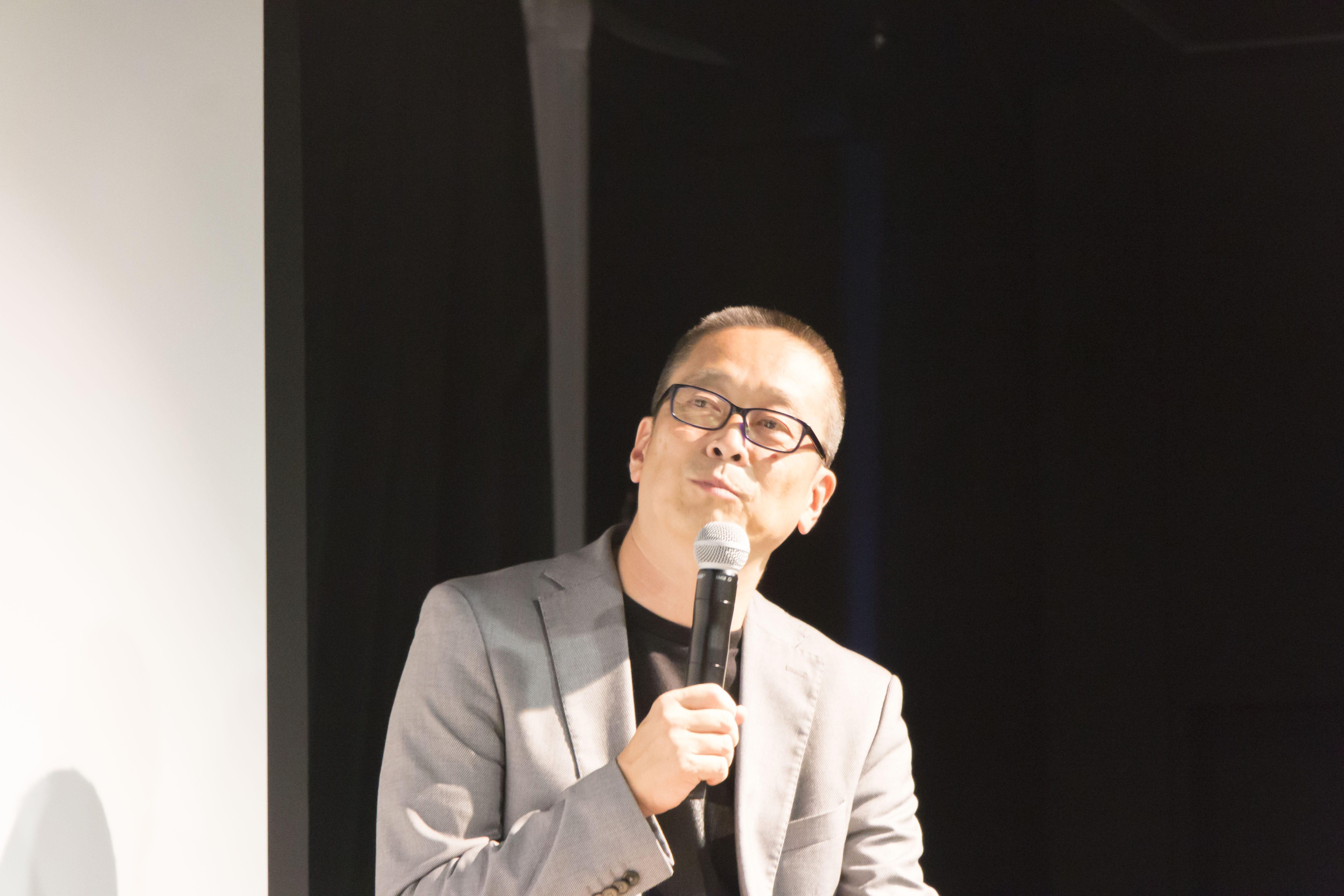 建築家、東北芸術工科大学教授である竹内昌義さん。『図解エコハウス』『原発と建築家』『日本のカタチ2050』『あたらしい家づくりの教科書』など著書多数。