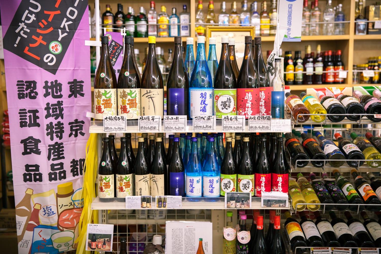 「嶋自慢」の主なラインナップ。芋焼酎だけでなく、伊豆諸島で主流の麦焼酎や米焼酎もある。