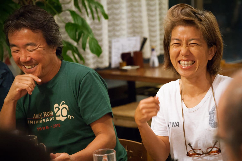 完全無農薬ミニトマトを栽培している内藤さんご夫婦。東京の本土出身のご主人と、新島出身の奥様で、島の自然を満喫した暮らしを送っている。