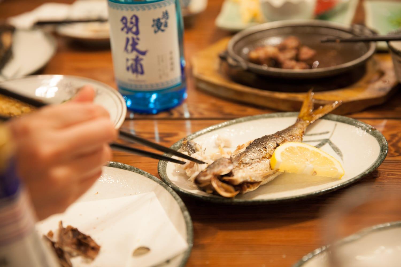 身がふんわりとして柔らかく脂も乗っている、たかべの塩焼き。伊豆諸島を代表する魚。