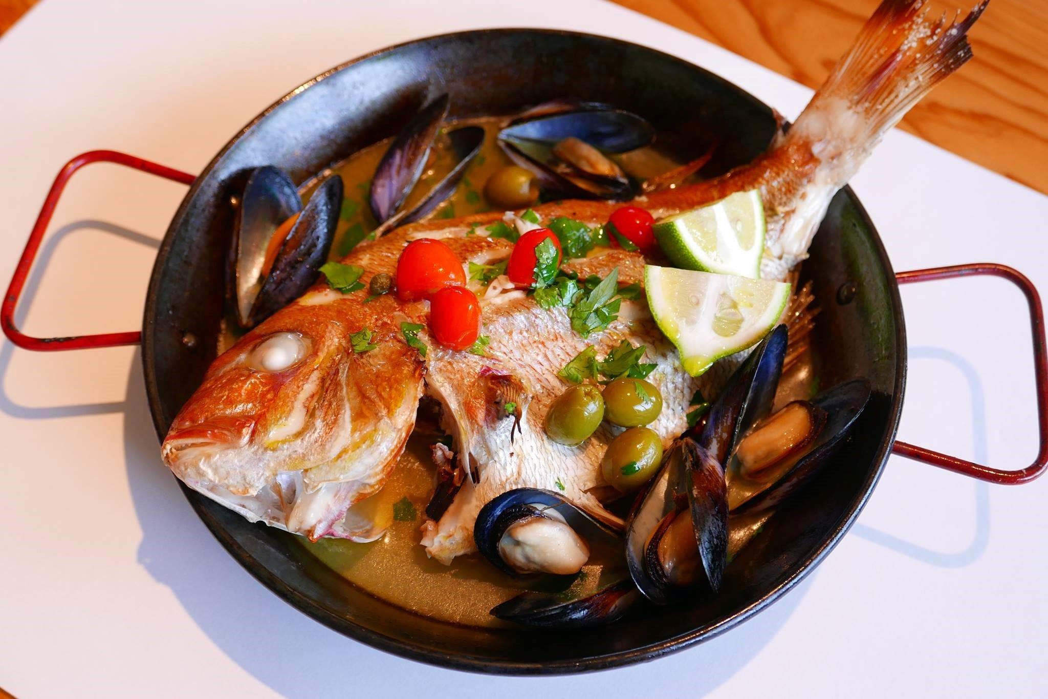阿久根市の魚と鎌倉市の食材でつくる「アクネパッツァ」。15〜18時の「北薩摩鮮魚店」で食べることができます。