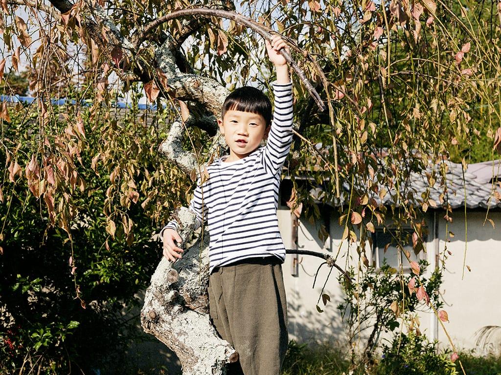息子の洸哲(こてつ)くんは木に登ったり、さつまいもを掘ったり、元気いっぱいの6歳。
