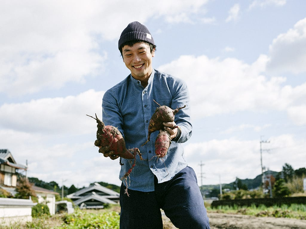 昨年、家の前の畑で「つるまきサツマイモ農園」を立ち上げ、今年からは奥さんの実家がやっていた農園も一部引き継ぎ、幼稚園や保育所の子どもたちを受け入れている。