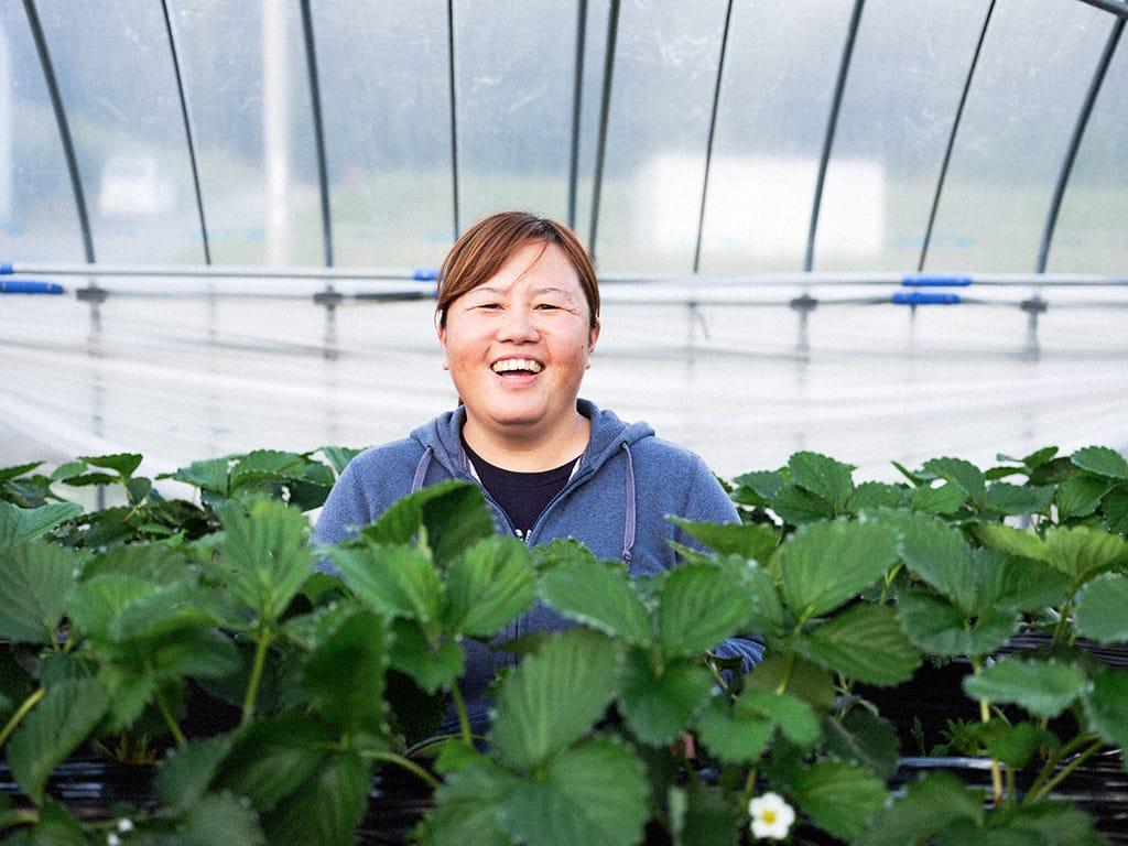 いちご農家の片山美奈子さんは、高齢者の足となるボランティアタクシーの運転手としても活躍。おじいちゃん、おばあちゃんに可愛がられる人気者。