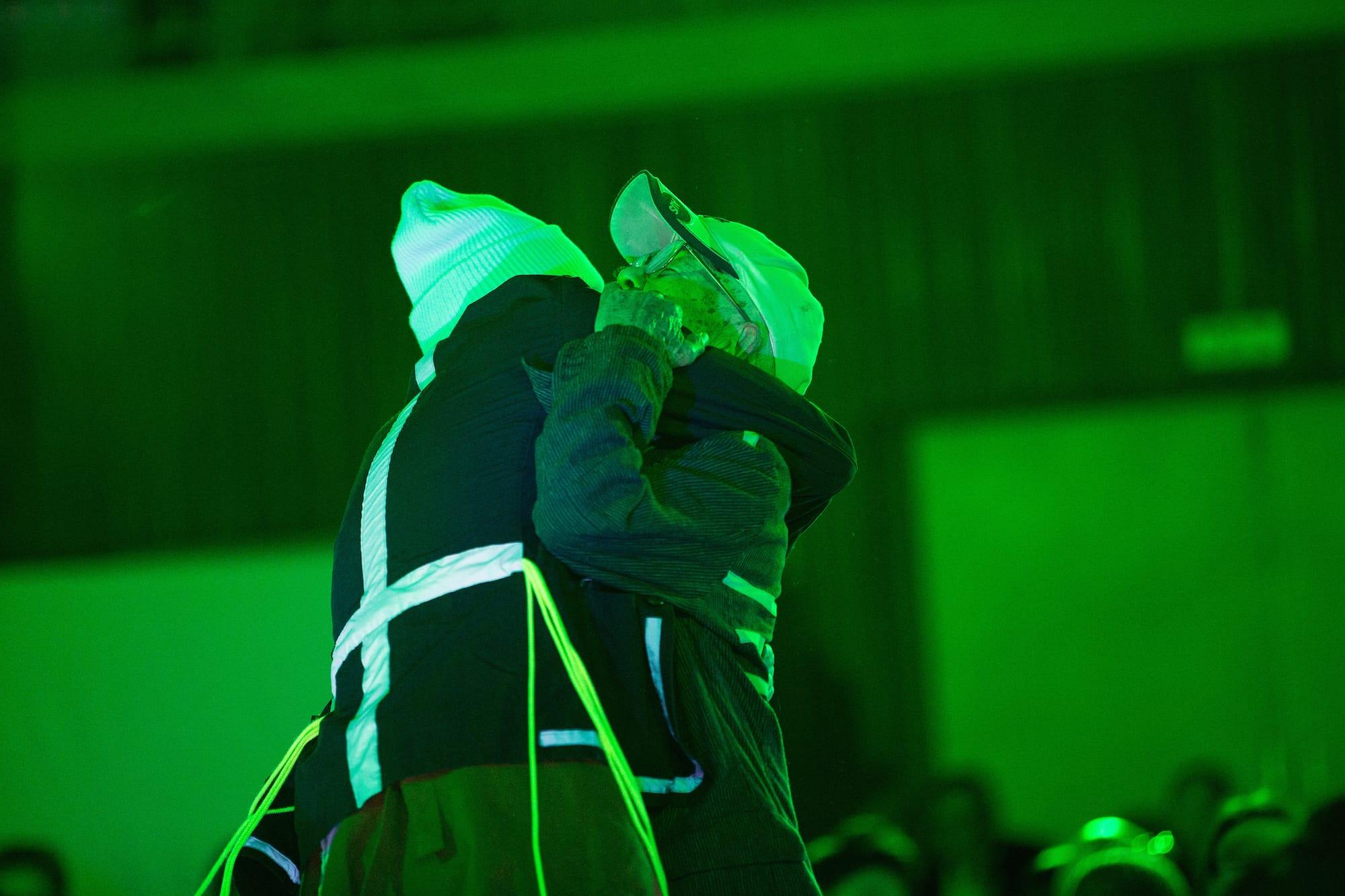 菅原直樹さんとおかじいは、おかじいたっての希望により「老いと演劇 OiBokkeShi」でのデビュー作「よみちにひはくれない」の1場面を再現。