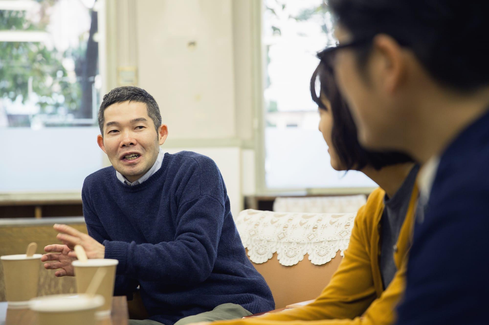 菅原直樹さんは「老いと演劇 OiBokkeShi」を立ち上げて4年目。介護と演劇をつなぐその活動に注目が集まる中、12月24・25日、1月27・28日には、4作目となる新作『カメラマンの変態』を上演。