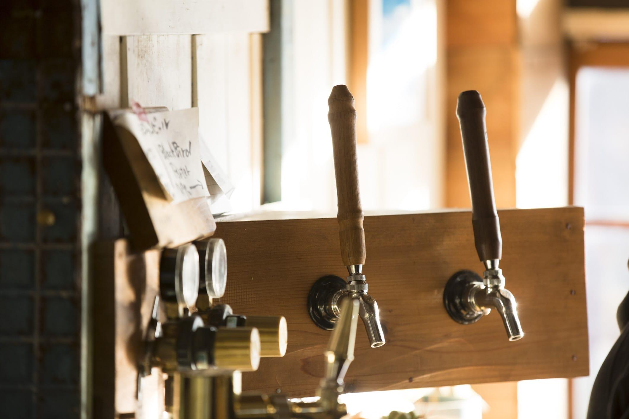 逗子の小さなビール醸造所「ヨロッコビール」の手作りサーバー。