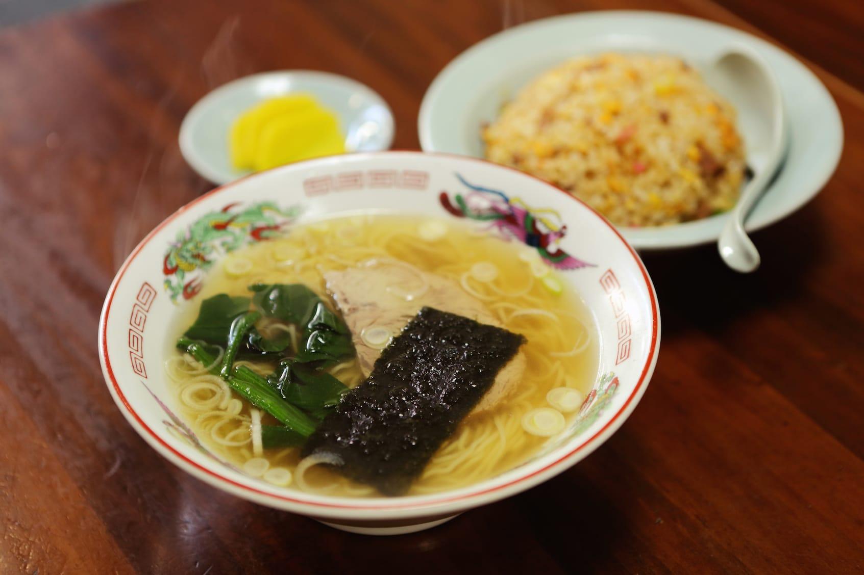週に何度か通うというお気に入りの中華店「珉亭」。おすすめはラーチャン(ラーメン&チャーハン)。「世界で三番目に旨い」のは、下北沢にある「珉亭」からのれん分けだからとか。