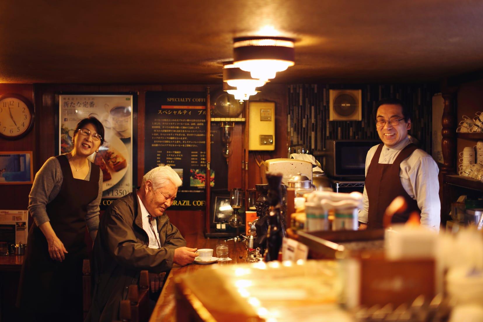 県庁近くにある「ブラジルコーヒー商会」は昔ながらの喫茶店。掛川さんが初めてお店に訪れた時、店員さんが亡き母に雰囲気が似ていて驚いたという。心温まる接客で居心地が良い。
