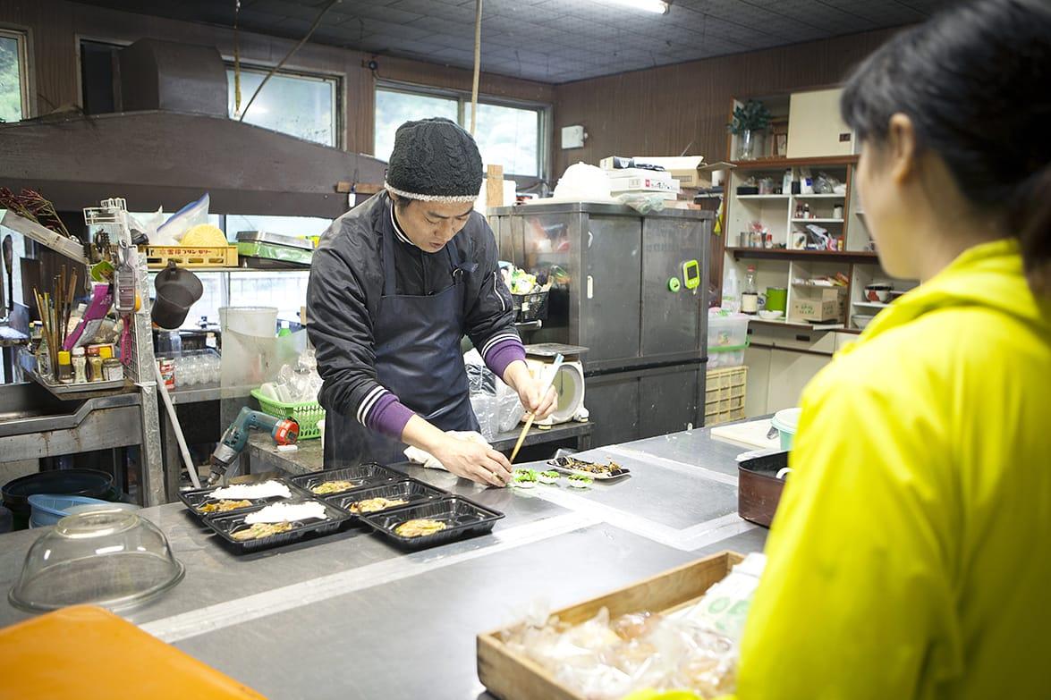 tomosのお弁当をつくってくれている『マスの家(神山スキーランド)』の地中誠さん。