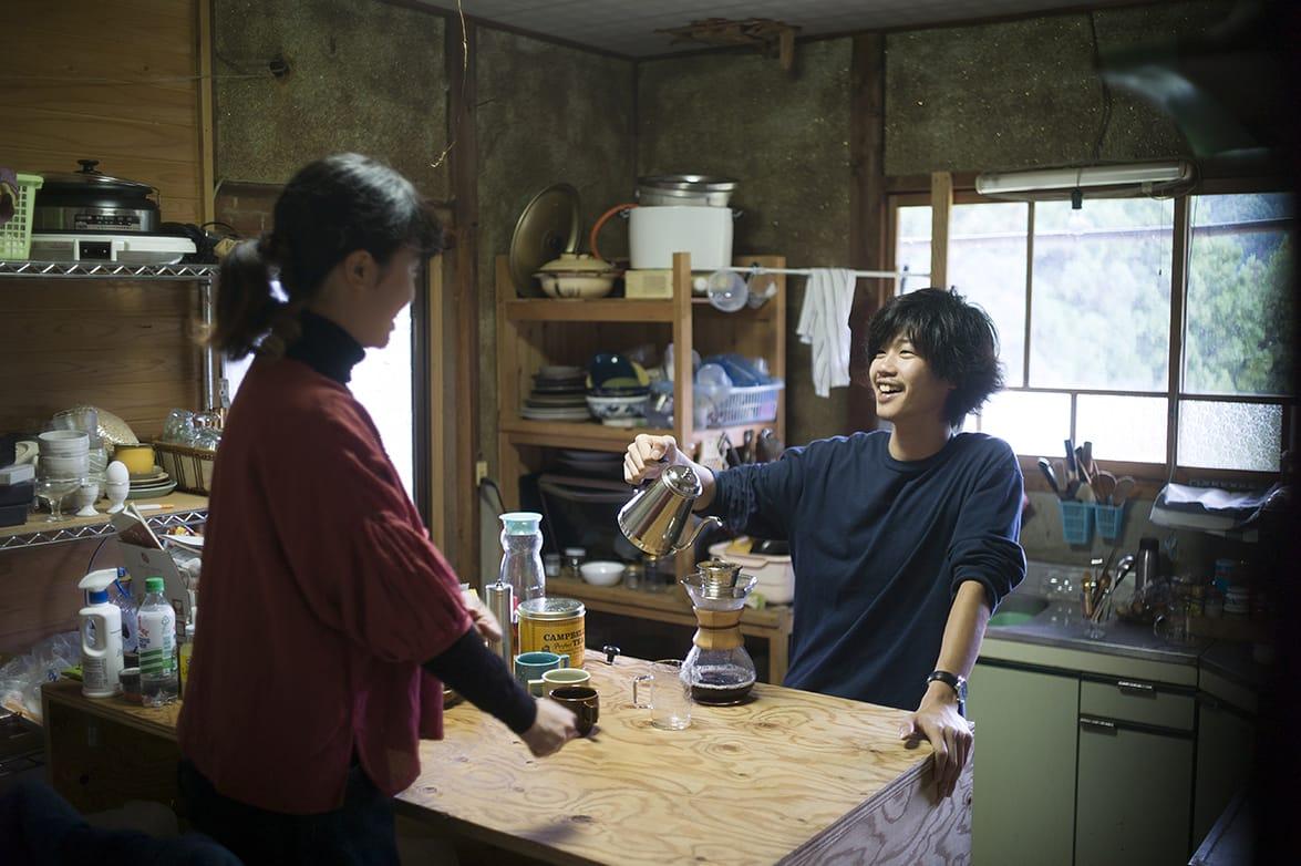 今、渋谷さんはパートナーのへいへい(浅田亮平)さんと、tomosオフィスから車で30分以上かかる山中の家で暮らしている。
