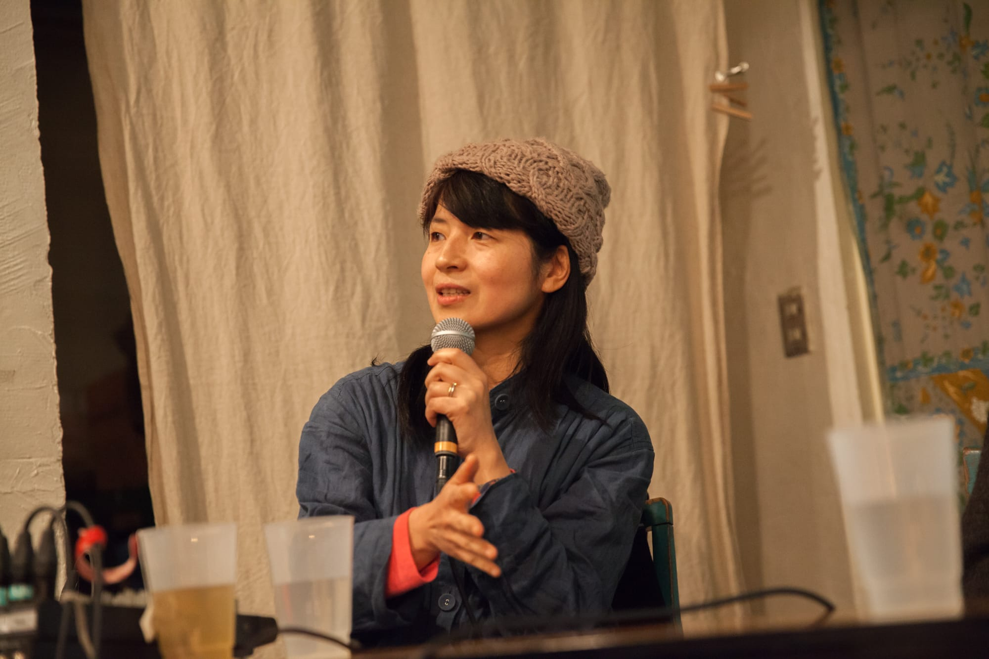 料理家の奥津典子さん。マクロビオティックを軸に〈気候風土と体質に合わせた食事〉〈家庭の台所哲学〉を提案。2003年より、夫の奥津爾さんと「オーガニックベース」を主宰。2013年に長崎県雲仙市に移住。