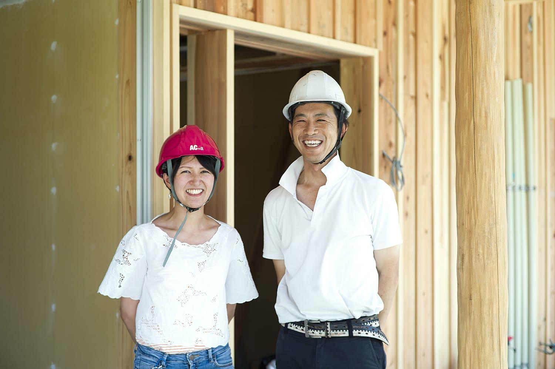 2018年7月13日、完成間近の集合住宅第一期工事現場にて、荒井さんと。
