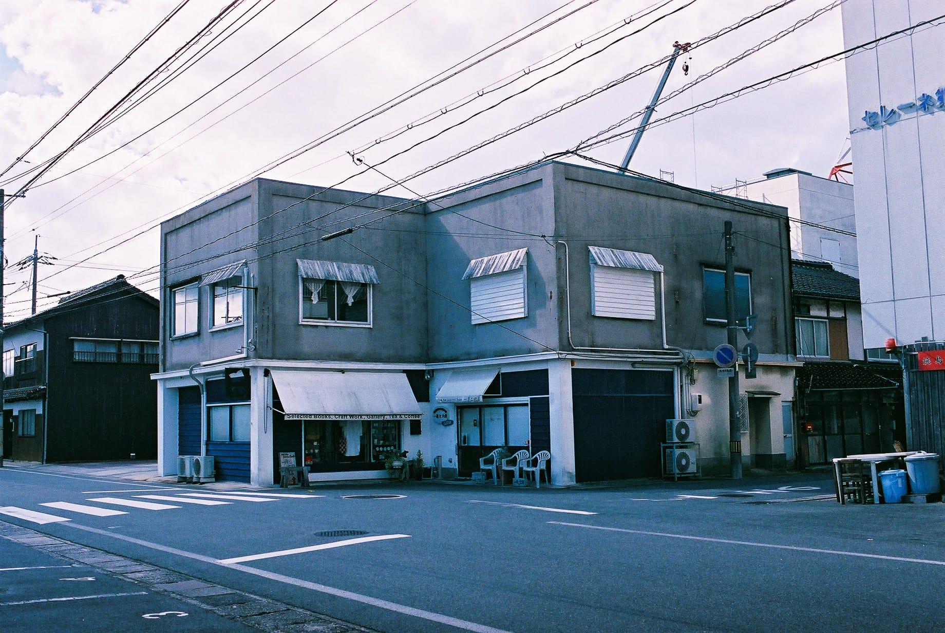 朝の「一月と六月」。かつてこの辺りには映画館が3つあり、飲み屋が連なっていたという。