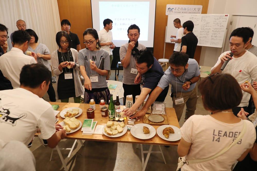 「かまパン」食パンの食べ比べや「カミヤマメイト」などの加工品の試食も行われました。