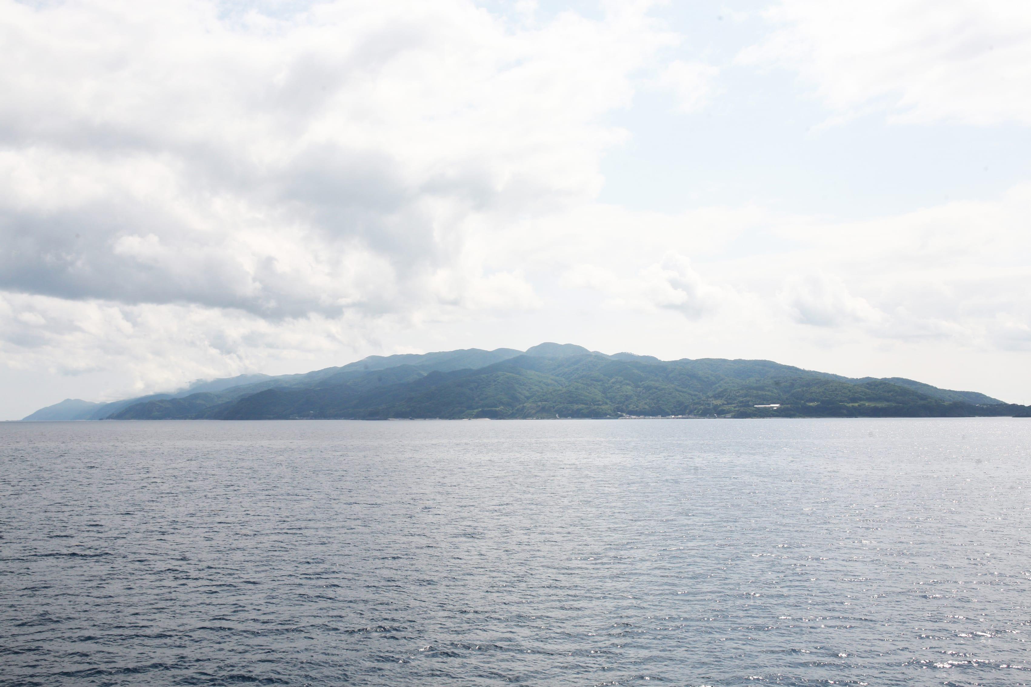 フェリーから見えた佐渡島