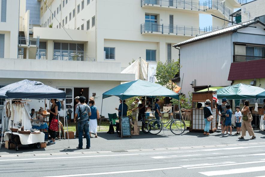 やまこうの庭に集まった浜松のオーガニックなお店。この日はスパイスワークショップも開催。