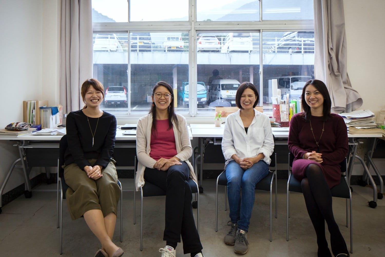 左から、森山円香さん、高田友美さん、赤尾苑香さん、友川綾子さん。