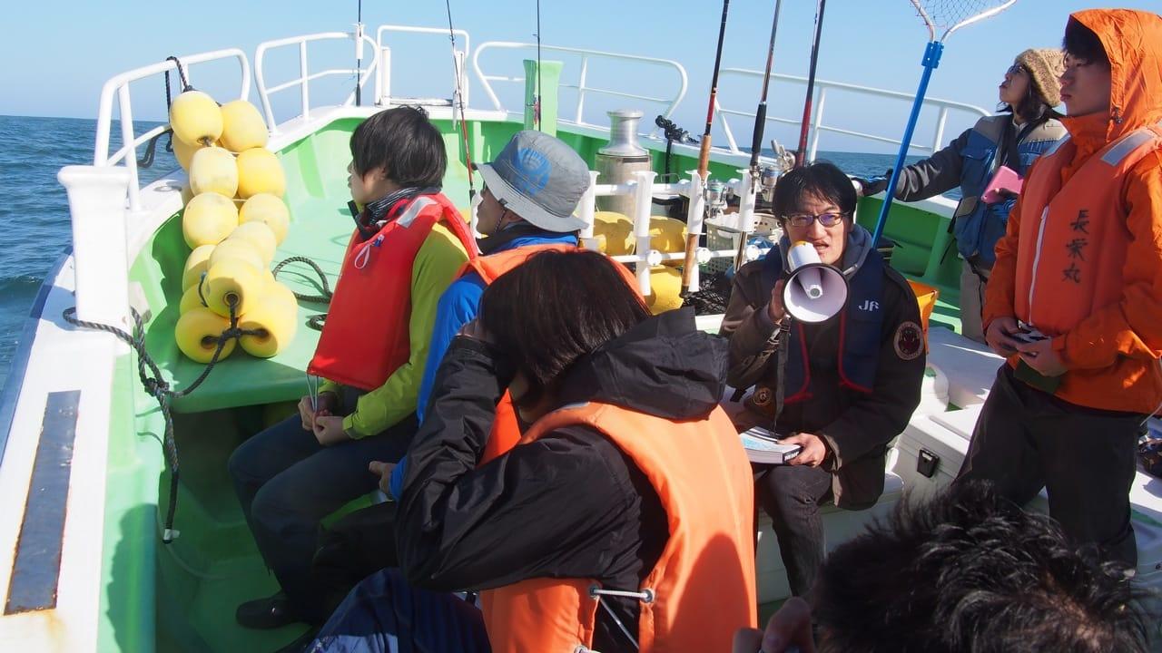 視察を受け入れている吉川さん。筆者が企画する海洋調査ラボでも講師を務めてもらっている。