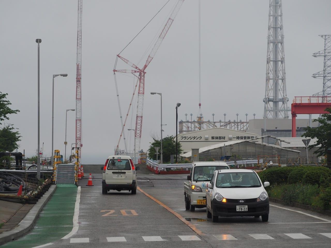 福島第一原発構内。どこかの工場のような雰囲気。