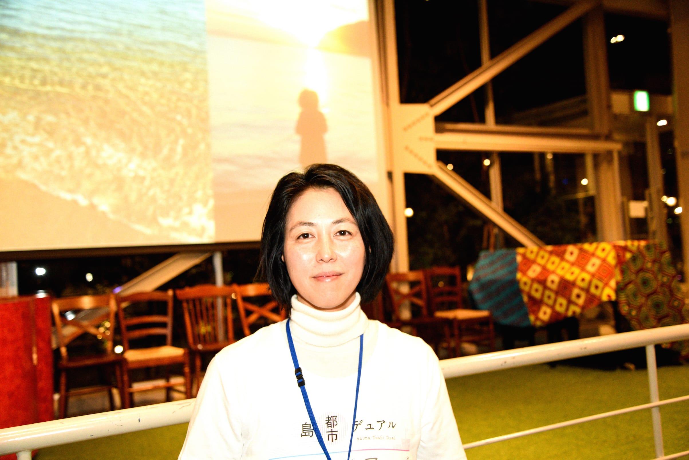 3年前に淡路市に移り住んだ暮らしナビゲーターの高木さん。淡路島に滞在する外国人との交流を楽しむツアーを企画中とのこと。