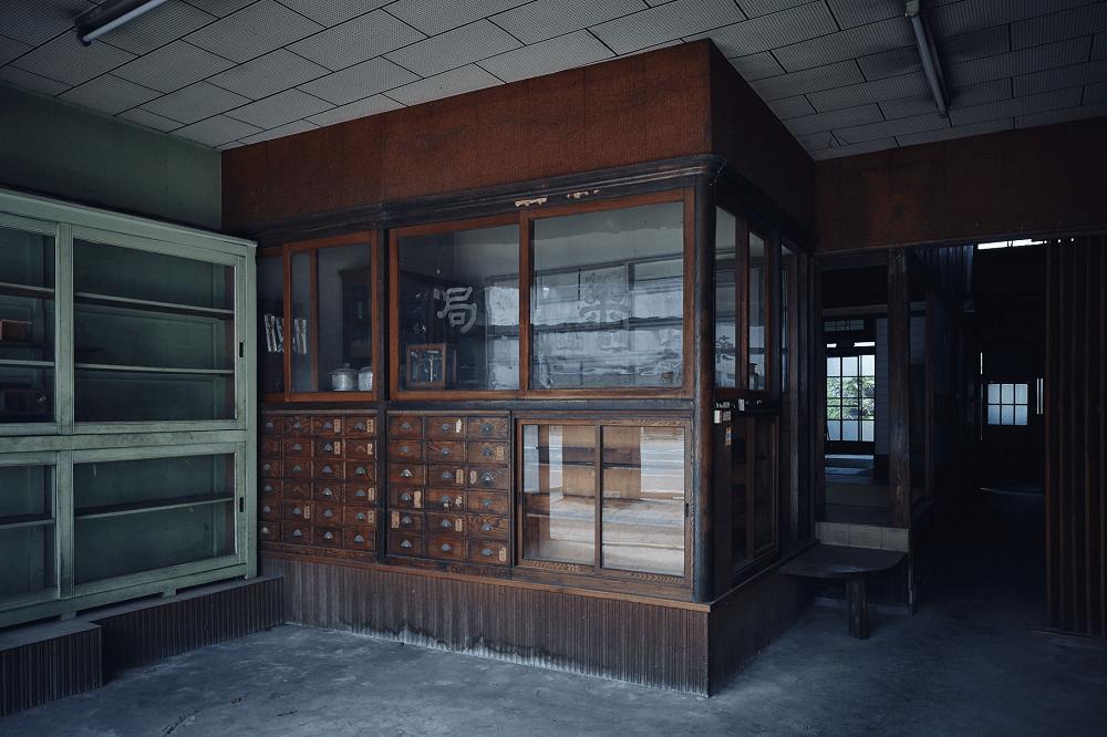 1階にある薬局の調剤室は、伊東屋珈琲の店舗に。