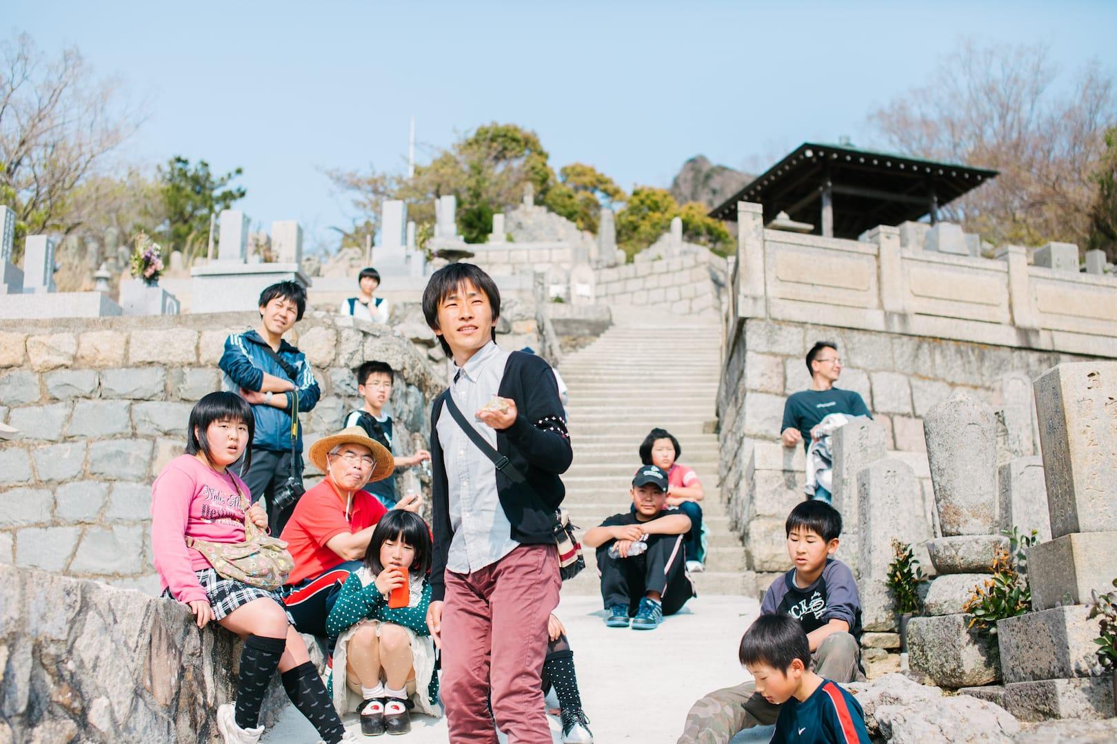 大石将弘 おさんぽ演劇『さかのぼり、まだ見ぬ家へ』(2013)撮影:濱田英明