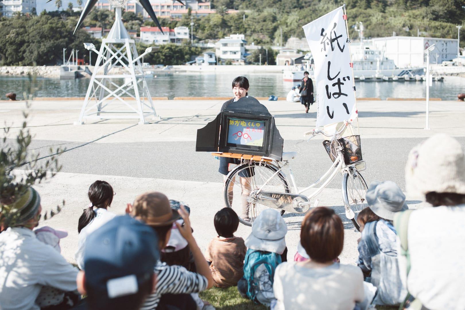 端田新菜『紙しばい』2(2013)撮影:濱田英明