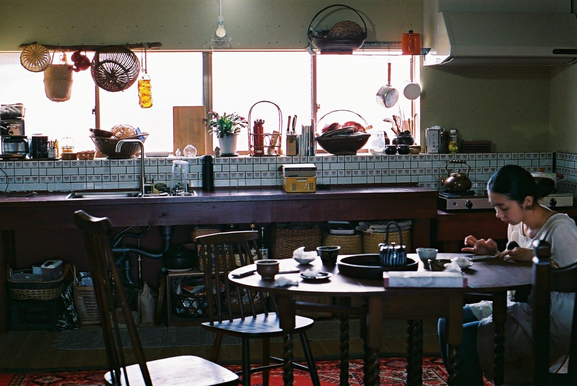 最初は和風だったというキッチン。台所のタイルは、長女の好きなチューリップ柄。