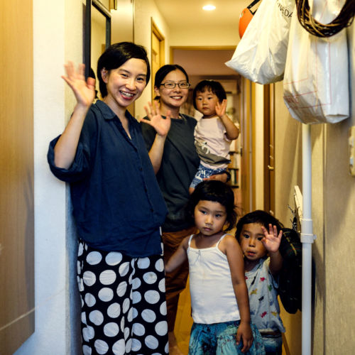 距離をエネルギーに変える。東京と鶴岡、離れて暮らす、2つの家族が選んだ別居と同居。