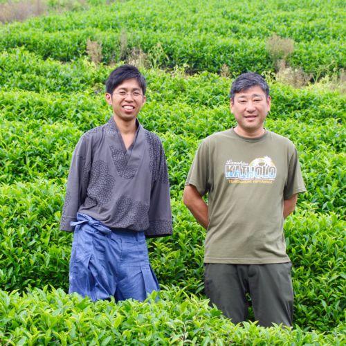 さまざまな人が混ざり合い、助け合うまちを目指して。耕作放棄地を再生した茶畑で障害者が働く「尺の内農園」